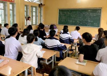 Học sinh Trường THPT Nguyễn Lương Bằng tập trung ôn luyện để đạt kết quả tốt trong kỳ thi sắp tới.