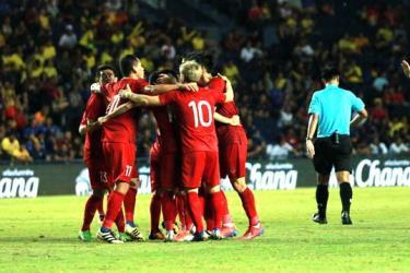 Niềm vui của tuyển Việt Nam sau bàn thắng của Đức Huy.
