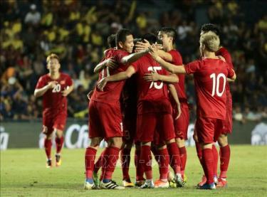 Các tuyển thủ Việt Nam ăn mừng sau bàn thắng của Đức Huy vào lưới đội tuyển Thái Lan ở King's Cup 2019.