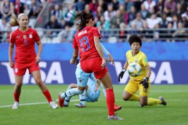 Ngôi sao của bóng đá nữ thế giới - Alex Morgan dễ dàng ghi 5 bàn vào lưới Thái Lan.