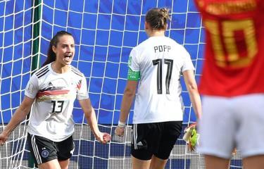Sara Daebritz (số 13) ghi bàn mang chiến thắng về cho Đức.