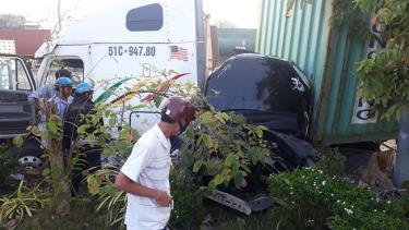 Sau tai nạn, chiếc container hư hỏng nặng.
