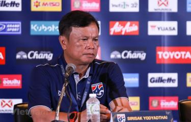 Ông Sirisak Yodyardthai từ chức HLV tuyển Thái Lan.