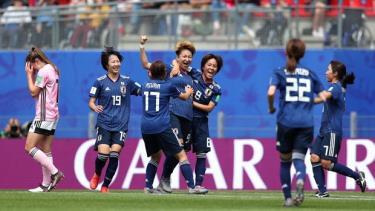 Nhật Bản rộng cửa đi tiếp sau khi đã giành được 4 điểm.