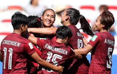 Thái Lan vui mừng sau khi có bàn thắng, nhưng nắm chắc suất bị loại.