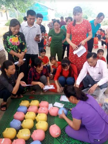 Ngày hội mổ heo đất khuyến học tại Trường TH&THCS Hòa Cuông, Trấn Yên.
