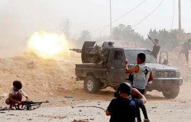 Lực lượng trung thành với Chính phủ Đoàn kết Dân tộc Libya giao tranh với lực lượng tự xưng Quân đội Quốc gia Libya (LNA) ở Tripoli.
