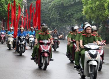 Ngay sau lễ ra quân, thành phố đã tổ chức diễu hành với thông điệp: