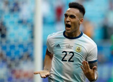 Qatar sớm dâng món quà cho Argentina khởi đầu thuận lợi.
