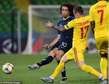 U21 Pháp và U21 Romania cầm hòa nhau 0-0 để cùng có mặt tại bán kết U21 châu Âu.