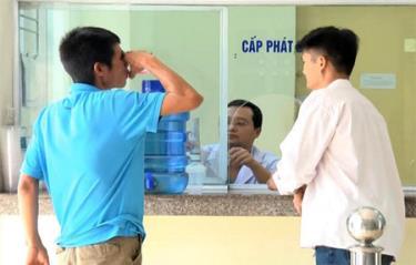 Bệnh nhân uống Methadone tại Trung tâm Kiểm soát bệnh tật tỉnh.