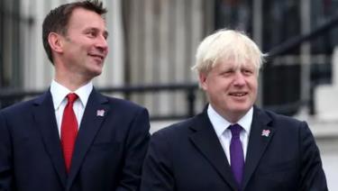 Cựu Ngoại trưởng Boris Johnson (phải) và Ngoại trưởng Jeremy Hunt (trái).
