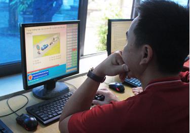 Học viên học lý thuyết tại trung tâm đào tạo lái xe Đông Đô (Bắc Ninh).