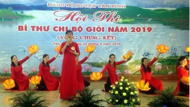 Phần thi của thí sinh Nguyễn Thị Hương Quỳnh tại Hội thi Bí thư chi bộ giỏi huyện Yên Bình.