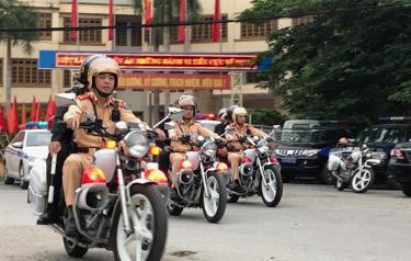 Lực lượng công an ra quân tổng kiểm soát phương tiện cơ giới giao thông đường bộ.