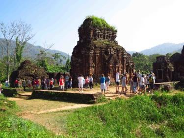 Khách du lịch, đã bắt đầu quay trở lại tham quan Di sản Văn hóa thế giới Mỹ Sơn.