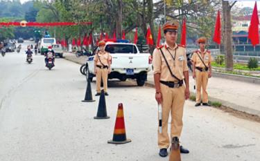 Cảnh sát giao thông Công an Văn Yên luyện tập phương án đảm bảo giao thông thông suốt trước, trong và sau Đại hội Đảng bộ huyện.