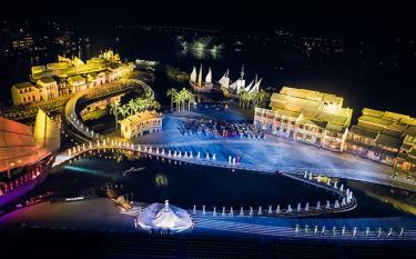 Áo dài được biểu diễn tại sân khấu thực cảnh Ký ức Hội An rộng 25.000 m2