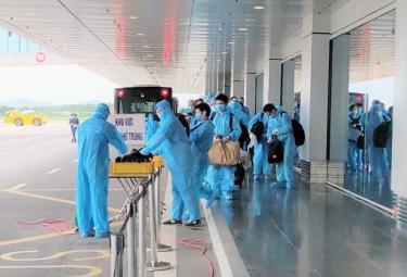 Chuyến bay đón các chuyên gia Nhật Bản đến Việt Nam.