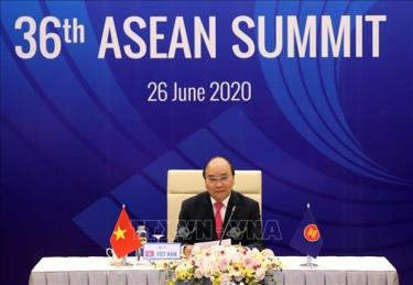 PM Nguyen Xuan Phuc chairs the plenary session of the 36th ASEAN Summit