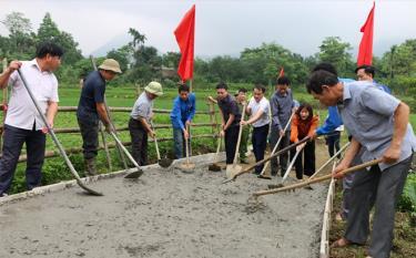 Phát triển giao thông nông thôn là khâu đột phá trong xây dựng nông thôn mới ở huyện Yên Bình.