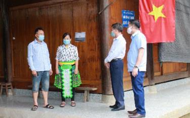 Nhà ở của đồng bào dân tộc người Mông thôn Khe Ron, xã Hồng Ca, huyện Trấn Yên đã khang trang, sạch đẹp.