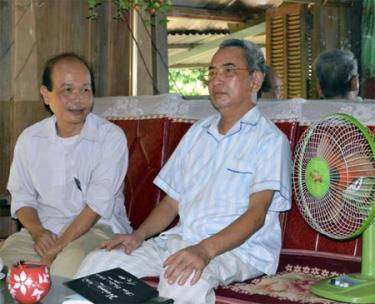 Cán bộ xã Bình Thuận thăm hỏi, động viên gia đình ông Hoàng Kim Úc - thương binh hạng 2/4, thôn Quăn 2.