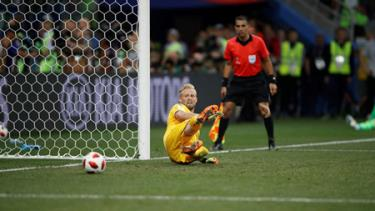 Kasper Schmeichel đẩy được 3 quả phạt đền nhưng Đan Mạch vẫn thất bại trước Croatia.