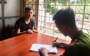 Đối tượng Đỗ Ngọc Ngự bị bắt giữ tại Công an huyện Lục Yên