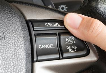 Các nút điều chỉnh trên vô-lăng.
