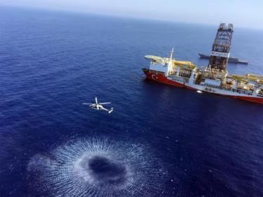 Tàu chở giàn khoan thăm dò dầu khí Fatih của Thổ Nhĩ Kỳ đang tiến về phía đông Địa Trung Hải gần đảo Cyprus.