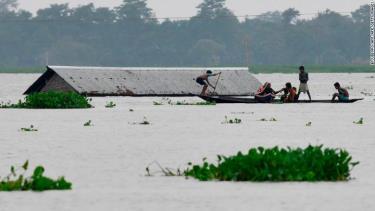 Khu vực Morigaon, bang Assam (Ấn Độ) bị ngập nặng.