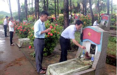Cán bộ, nhân dân phường Nam Cường viếng Nghĩa trang Liệt sỹ nhân dịp kỷ niệm Ngày Thương binh - Liệt sỹ 27/7.