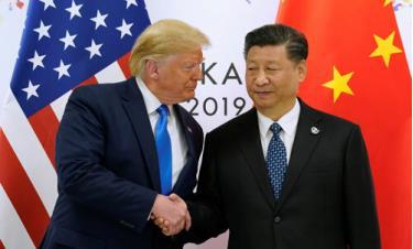 Tổng thống Mỹ Donald Trump (trái) gặp Chủ tịch Trung Quốc Tập Cận Bình bên lề hội nghị thượng đỉnh G20 ở Osaka, Nhật Bản, hồi cuối tháng trước.