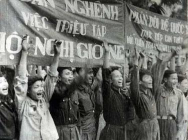 Nhân dân Việt Nam mít tinh ủng hộ việc triệu tập Hội nghị Giơ - ne - vơ 1954.