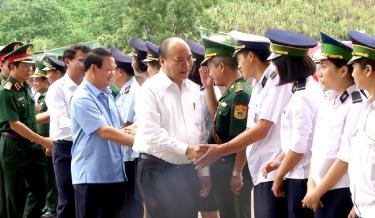 Thủ tướng đến thăm cửa khẩu quốc tế số II Kim Thành, tỉnh Lào Cai.