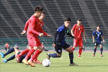 Các cầu thủ U22 Việt Nam (áo đỏ) giành chiến thắng trước U22 Campuchia