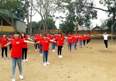 Một tiết dạy Giáo dục thể chất của cô giáo Bùi Thị Hà.