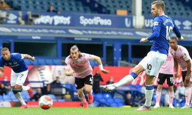 Leicester gục ngã trong chuyến làm khách của Everton.