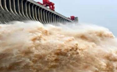 Xả lũ ở đập Tam Hiệp, Trung Quốc.