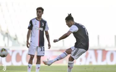 Ronaldo có bàn thắng đầu tiên từ sút phạt trực tiếp trong màu áo Juventus.