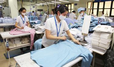 Doanh nghiệp dệt may Việt Nam cần đầu tư công nghệ tiên tiến, hiện đại hơn để đáp ứng yêu cầu của các nhà phân phối nước ngoài.