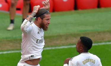 Ramos (trái) mừng cú sút 11m thành bàn vào lưới Bilbao.