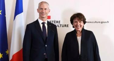 Bà Bachelot (bên phải) - Bộ trưởng Văn hóa mới của Pháp.