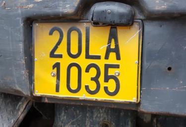 Các phương tiện kinh doanh vận tải sẽ chuyển sang dùng biển số nền vàng, chữ và số màu đen. Ảnh minh họa