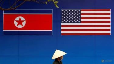 Hai lá cờ Mỹ và Triều Tiên được treo tại một con đường ở Hà Nội trong đợt hội nghị thượng đỉnh Mỹ-Triều năm 2019.