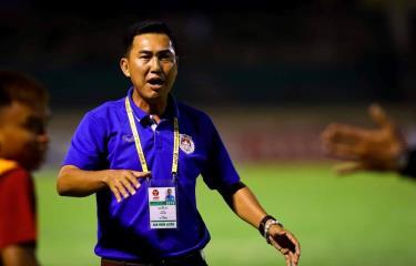 Huấn luyện viên Hứa Hiền Vinh bị phạt 15 triệu đồng, bị cấm chỉ đạo 2 trận vì hành vi bóp cổ cầu thủ.
