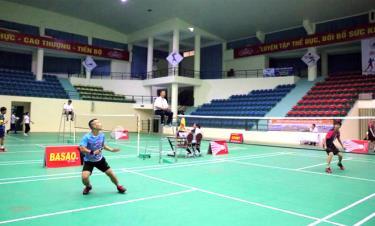 Các VĐV tham gia thi đấu tại Giải Cầu lông các câu lạc bộ tranh Cúp Liên đoàn Cầu lông tỉnh lần thứ XV.