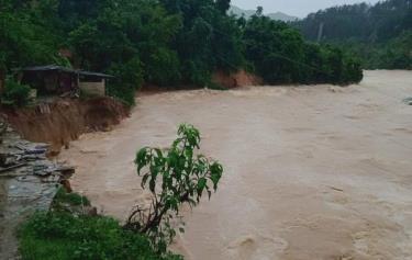 Mưa lớn, nước tại các sông, suối dâng cao tại tỉnh Lai Châu.