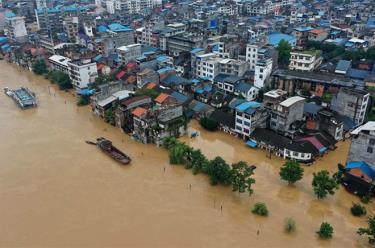 Sông Rongjiang tràn bờ ở Quảng Tây, Trung Quốc.